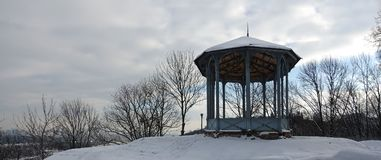 Pavilhão no parque Vladimirskaya Gorka de Kiev plataforma platformiewing de vista foto de stock