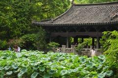 Pavilhão Shaoxing China do jardim do ` s de Shen fotografia de stock