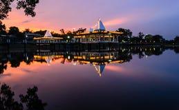 Pavilhão no lago Imagens de Stock