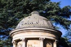 Paviliion i kungliga trädgårdar för Leamington Spa pumprum Arkivfoto