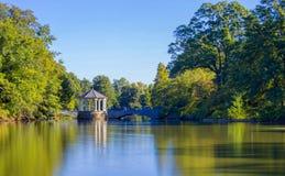 Paviljoen in Atlanta de stad in met bezinning Stock Foto's