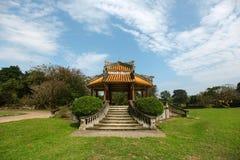 Paviljoen bij de Chinese tuinen, meditatieve plaats Stock Foto