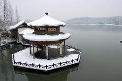 Paviljoen in de sneeuw Stock Foto