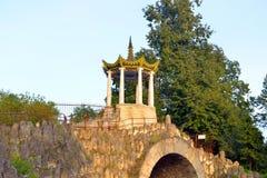 Paviljoen Grote Gril in het park van Alexander Stock Afbeeldingen