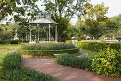 Paviljoen in het park stock afbeeldingen