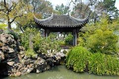 Paviljoen in Lion Grove Garden, Suzhou, China stock afbeeldingen