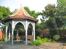 Paviljoen op de tuinachtergrond Royalty-vrije Stock Fotografie