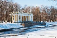 Paviljoen Rossi in de tuin Mihajlovsky Stock Afbeelding