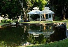 Paviljoen in tuin stock fotografie