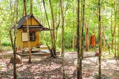 Paviljoen voor bosmonnik in de godsdienst van Boedha Stock Foto