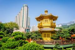 Paviljong av absolut perfektion Lotus Pond Royaltyfri Bild