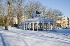Paviljong av mineralvattenvåren - Frantiskovy Lazne - Franzensbad - Tjeckien royaltyfri fotografi