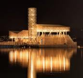 Paviljong av reflexioner på sjön Zurich på natten Arkivfoton