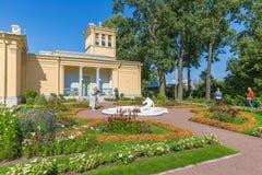 Paviljong för Olga ` s i Peterhof på öar, St Petersburg Arkivfoton