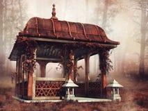 Paviljong i en färgrik skog arkivfoto
