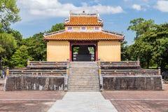Paviljong i imperialistiska Minh Mang Tomb i ton, Vietnam fotografering för bildbyråer