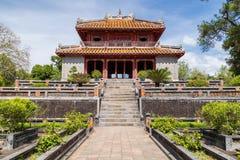 Paviljong i imperialistiska Minh Mang Tomb i ton, Vietnam Arkivfoto