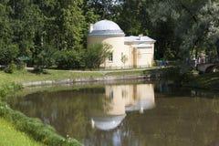 Paviljong - kallt bad Pavlovsk petersburg saint royaltyfri foto