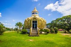 Paviljong pengar) (slagträBo för helig fader Wat Yang Khoi Kluea på Phichit Thailand royaltyfri bild