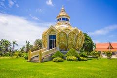 Paviljong pengar) (slagträBo för helig fader Wat Yang Khoi Kluea på Phichit Thailand arkivbilder