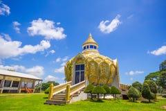 Paviljong pengar) (slagträBo för helig fader Wat Yang Khoi Kluea på Phichit Thailand arkivfoton