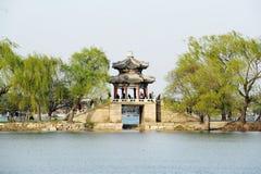 Paviljong sommarslott royaltyfria bilder