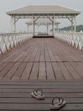 Paviljongbro över vattnet Fotografering för Bildbyråer