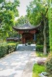 Paviljongen i trädgård för traditionell kines Royaltyfri Fotografi