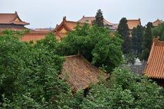 Paviljonger av Forbidden City som döljas inom träden Royaltyfri Bild