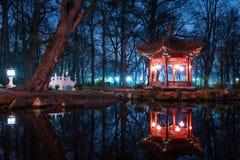 Paviljonger för traditionell kines i Lazienki parkerar arkivfoton