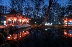 Paviljonger för traditionell kines i Lazienki parkerar royaltyfri foto