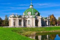 Paviljonggrotta i Kuskovo royaltyfria bilder
