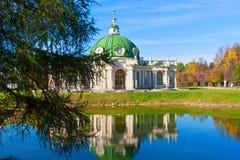 Paviljonggrotta i Kuskovo arkivbilder