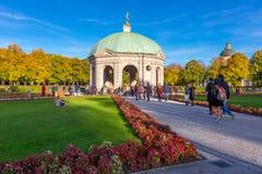 Pavillion на Hofgarten в полдень внутри стоковое фото rf