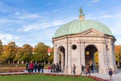 Pavillion на Hofgarten в полдень в осени Мюнхене, Германии стоковое фото
