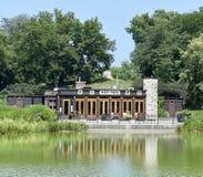 Pavillion du nord d'étang Photographie stock