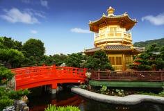 Pavillion in einem chinesischen Garten Stockfoto
