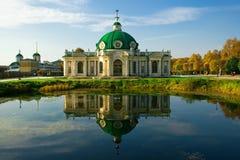 Pavillion-Grotte in Kuskovo Stockbild