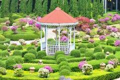 Pavillion im Garten Stockbilder
