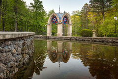 Pavillion at mirrored pond Royalty Free Stock Photos