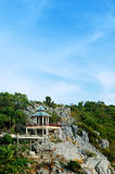Pavillon auf dem Hügel Stockfotografie