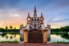 Pavillon auf dem Wasser Lizenzfreie Stockfotografie