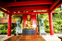 Pavillon avec Bouddha dans un beau jardin chez Monte au-dessus de Funchal Madère Photo libre de droits