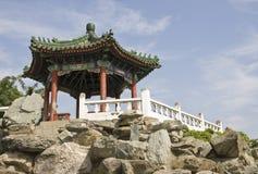 Pavillon chinois sur une montagne Photos libres de droits