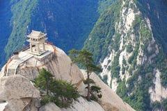 Pavillon d'échecs construit sur la falaise en pierre photo stock