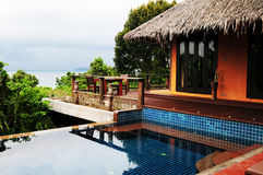 Pavillon d'hôtel sur l'île de Phi Phi image libre de droits