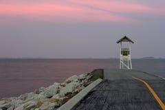 Pavillon dans le coucher du soleil crépusculaire Photos stock