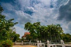 Pavillon dans le jardin images libres de droits