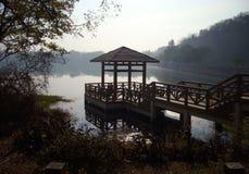 Pavillon dans un lac Photographie stock