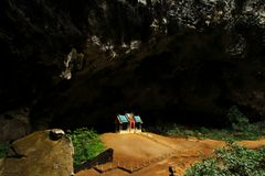Pavillon de Khuha Kharuehat, caverne de Phraya Nakhon, Khao Sam Roi Yot National Park, Thaïlande photo libre de droits